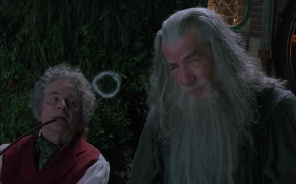 le seigneur des anneaux bilbon gandalf fume